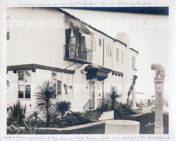 625 Palisades Bch Rd LB house watermark