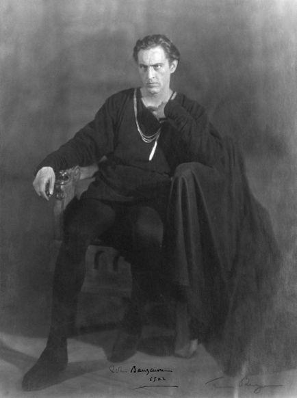 671px-John_Barrymore_Hamlet_1922