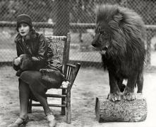 greta-garbo-and-leo-the-lion-in-1926-sad-hill-archive