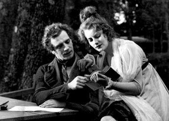 Greta_Garbo_in_Gösta_Berlings_Saga_1924_cropped